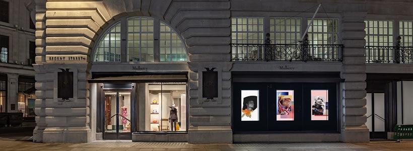 MULBERRY: un flagship store a Regent Street.