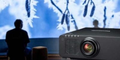 PANASONIC lancia il nuovo proiettore di punta per il mercato delle installazioni permanenti.