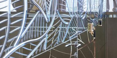 L'abilità del vetraio esalta il valore del vetro e della realizzazione finale.