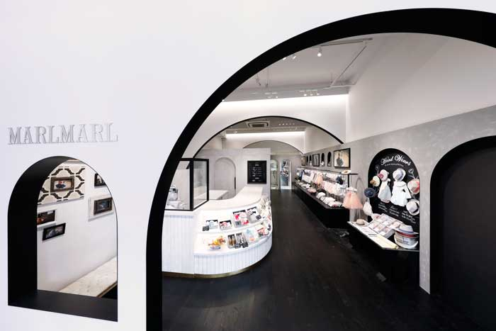 The architect Atsushi Suzuki of TANSEISHA worked on interior design for MarlMarl