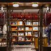 Il nuovo store di SLOWEAR VENEZIA a Tokyo è un progetto di Visual Display.