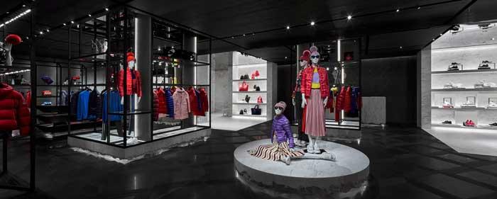 Gli interni del nuovo flagship store Moncler a Singapore