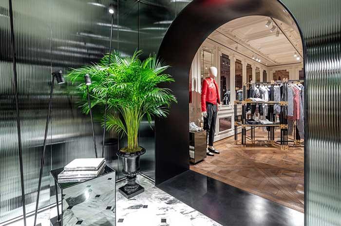 flagship store Balmain di Parigi