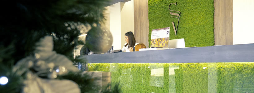 Sara Vecchi Salon Rome, a place covered by greenery.