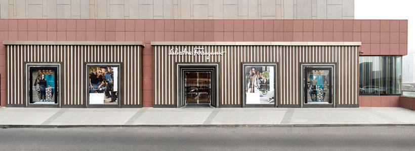 Nuovo flagship store di Salvatore Ferragamo all'interno del China World di Pechino.