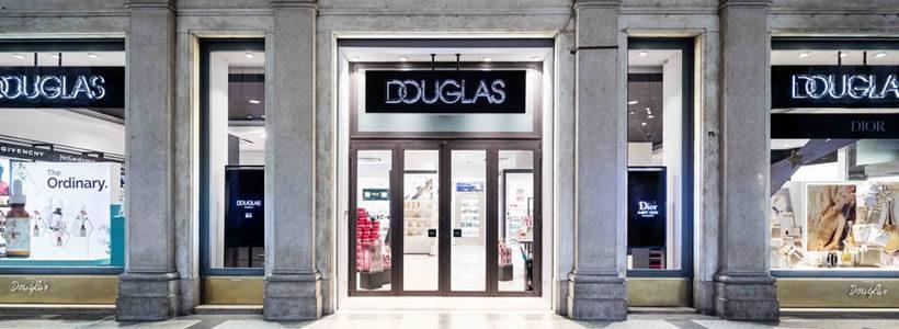 DOUGLAS riapre, dopo il restyling, il negozio di Torino.