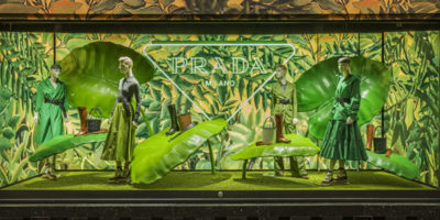 """PRADA """"Hyper Leaves: pop up e vetrine dedicate al mondo della natura selvaggia."""