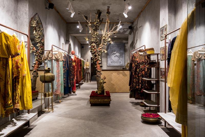 Bora Da`Designs signes the Torani Flagship Store