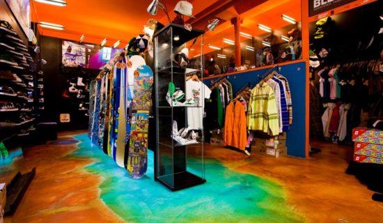 Decorazione cromatica ad effetto acidificato per pavimenti.
