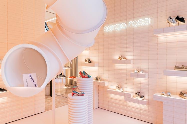 Sergio Rossi riapre le sue porte a Milano con una nuova identità e inaugura il suo primo pop-up in Via Montenapoleone 1