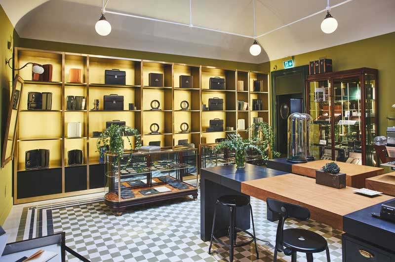 flagship store Pineider Milano