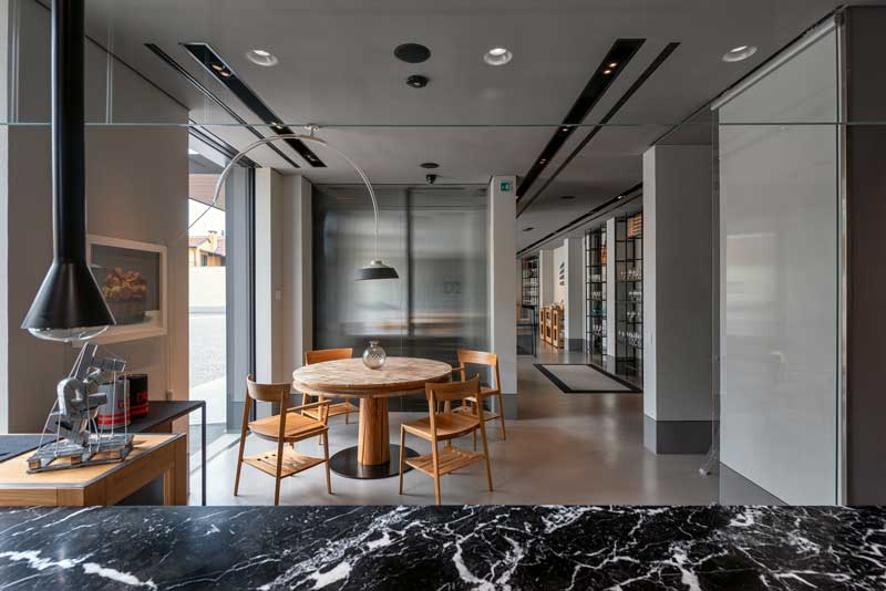 ristrutturazione della pavimentazione e delle pareti tramite l'uso della resina del sistema KDH Kerakoll Design House.