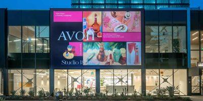 Avon opens Studio 1886 in Los Angeles.