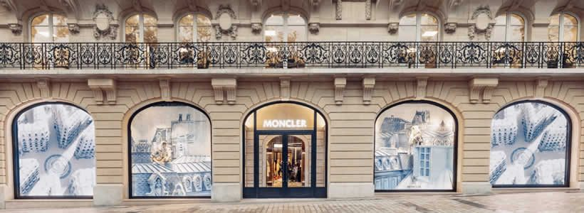 Moncler apre una nuova boutique a Parigi.