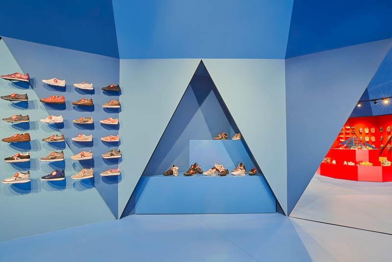 Il progetto per lo store Munich di Getafe, curato dallo Studio Animal, ricorda la struttura di un tendone da circo