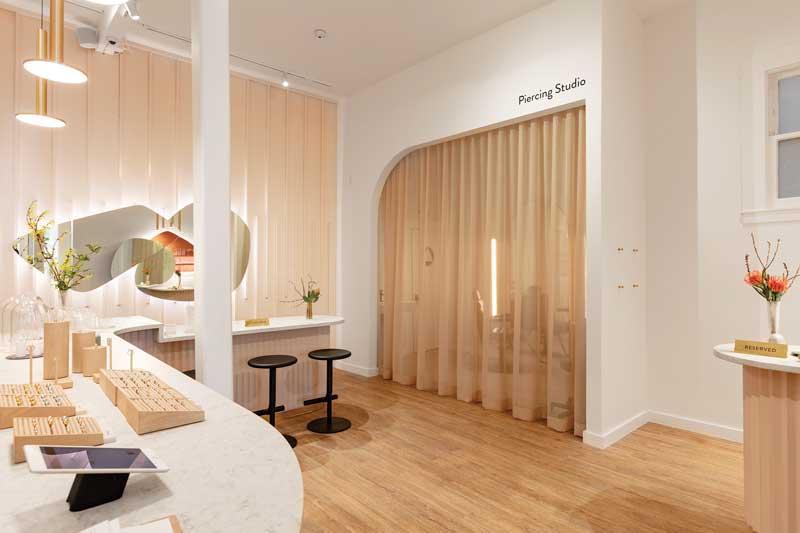 Lo Studio di architettura canadese DS Studio Inc., ha progettato il flagship store Mejuri di San Francisco