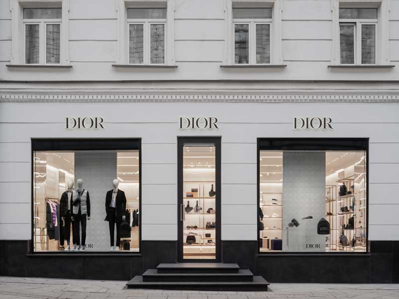 Project Dior Men boutique in Moscow by Denzo