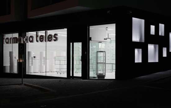 farmacia Teles progettata dallo Studio Plaren