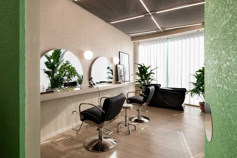 """Fabrizio Gurrado, direttore creativo dello Studio IS architecture & design propone un """"mondo visionario"""", in perfetto stile Space Age per il salone di bellezza EGO Hair Salon and Beauty a Pechino"""