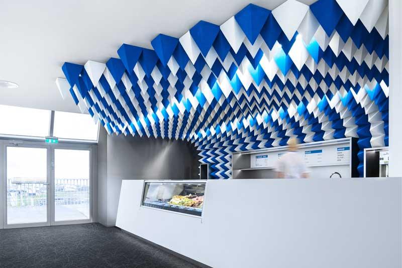 Lo Studio di design Atelier Tobia Zambotti ha dato una forte identità alla nuova Gelateria Perlan situata all'interno del Museo Perlan a Reykjavík.
