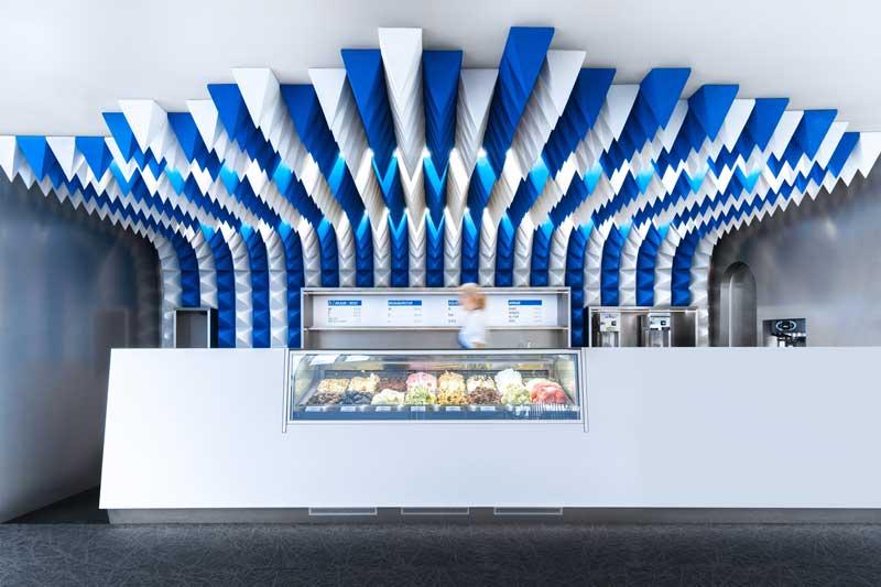 Lo Studio di design Atelier Tobia Zambotti ha dato una forte identità alla nuova Gelateria Perlan situata all'interno del Museo Perlan a Reykjavík