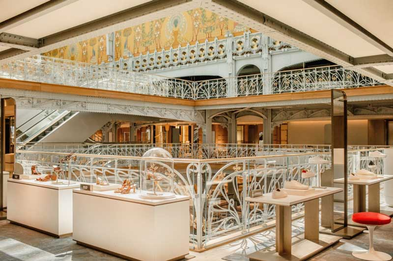 The multidisciplinary design studio, Yabu Pushelberg, carried out the interior design of the Pont-Neuf building La Samaritaine.